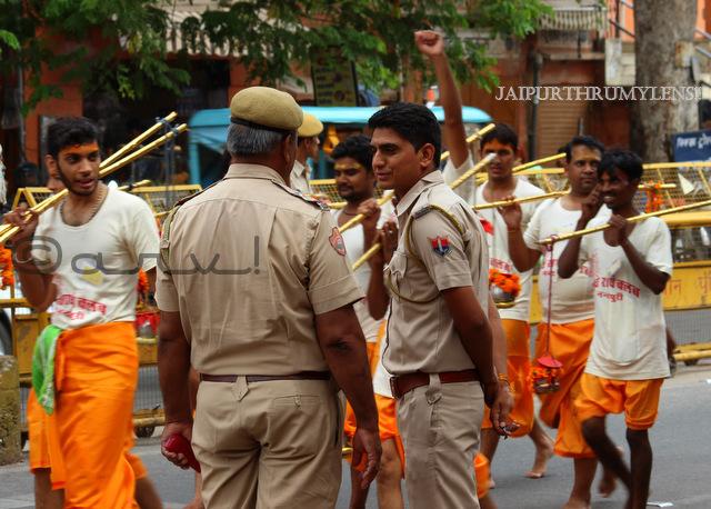 indian-police-jaipur-kanwar-yatra-street-photography