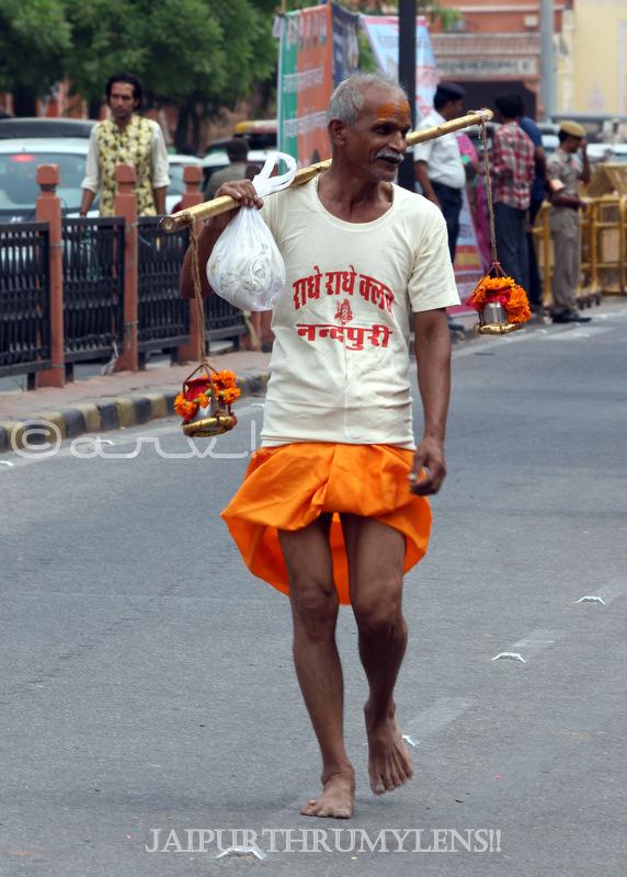 indian-street-photo-man-colorful-jaipur-kanwariay