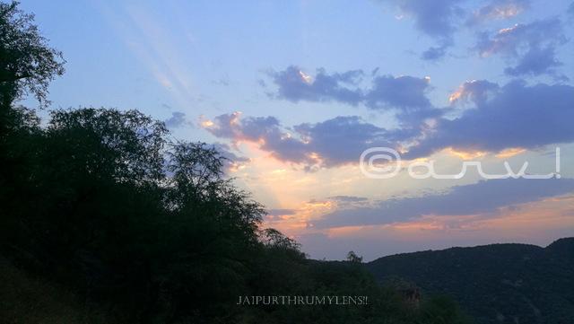 sunrise-in-jaipur-forest-aravali-hills