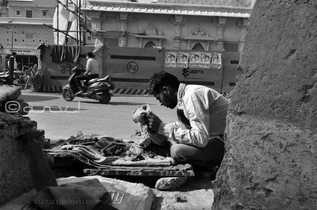 duplicate-key-maker-jaipur-street-photography