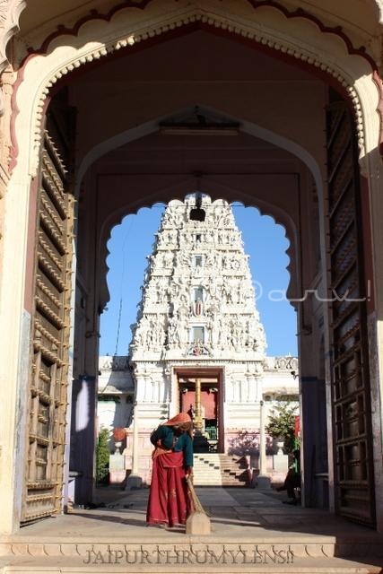 shri-vaikunth-nath-swami-temple-pushkar-india