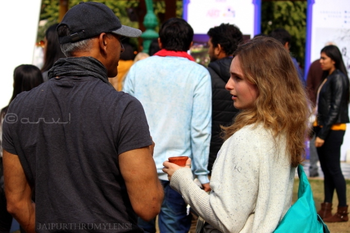 couple-talking-jaipur-literature-festival-people-culture