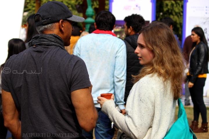 couple-talking-jaipur-literature-festival-people-culture
