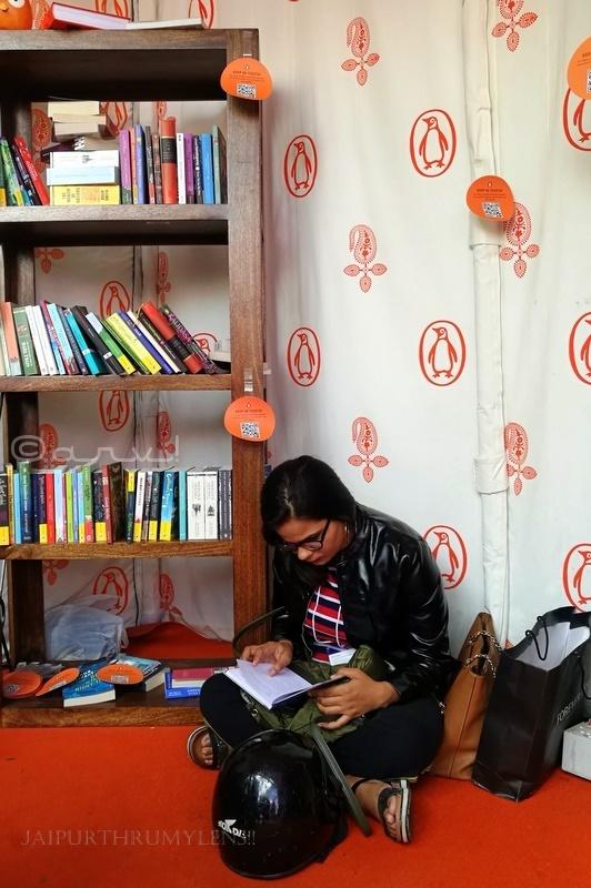 girl-reading-book-in-jaipur-literature-festival-penguin-india