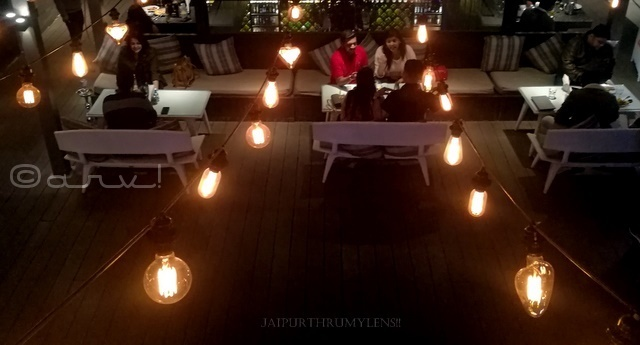 hop-cafe-in-jaipur-for-couple
