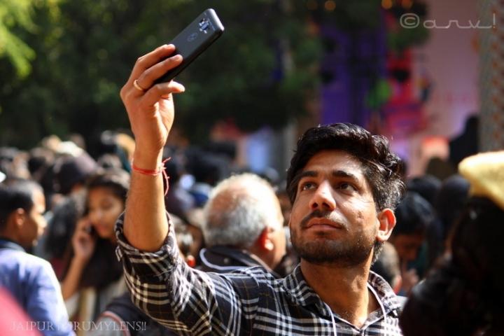 jaipur-literature-festival-man-clicking-selfie-crowd