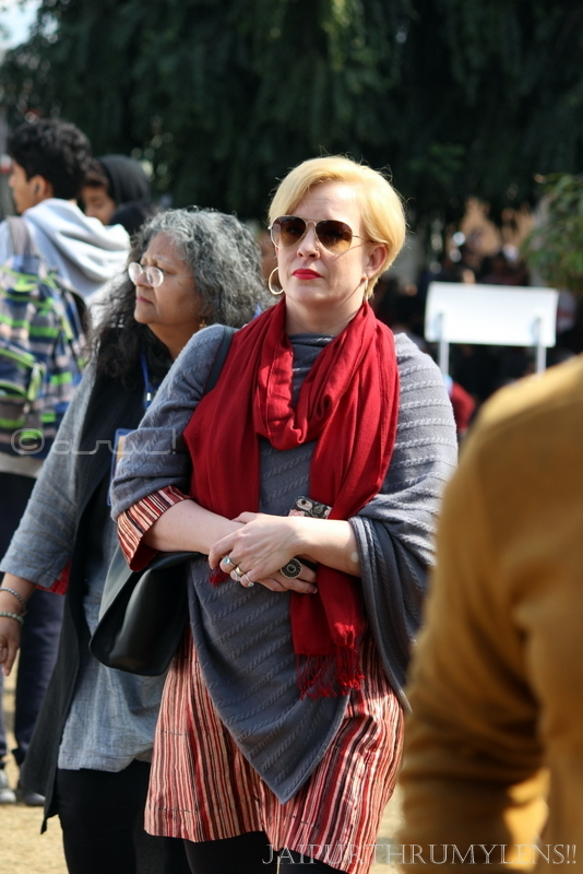 lady-in-red-fashion-jaipur-literature-festival-people