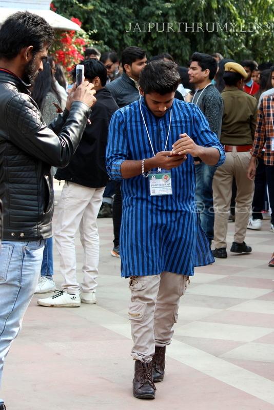 man-in-kurta-fashion-sense-jaipur-literature-festival-diggi-palace