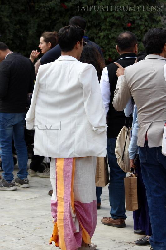 man-in-silk-dhoti-jaipur-literature-festival-fashion
