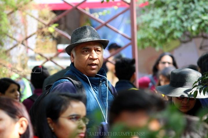 man-with-hat-jaipur-literature-festival-fashion-diggi-palace