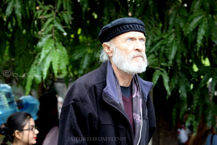 old-white-man-with-cap-jaipur-literature-festival
