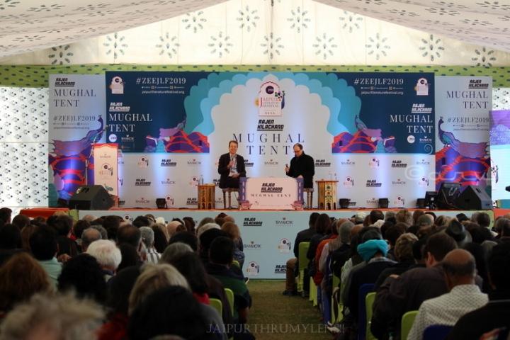 stage-speaker-jaipur-literature-festival-crowd