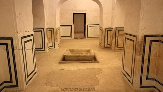 ancient-water-fountain-in-sttorage-tank-amer-fort-jaipur-heritage-walk