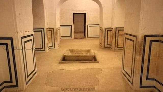 ancient-water-fountain-in-sttorage-tank-amer-fort-jaipur-heritage-walk