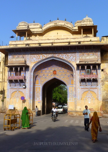 city-palace-jaipur-entry-gate-nakkarkhana
