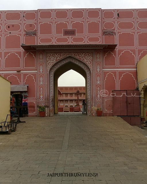 city-palace-jaipur-entry-gate