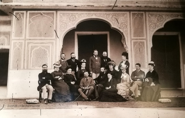 city-palace-jaipur-old-photo-foreign-british-guest