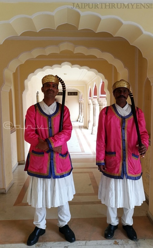 guards-ridhi-sidhi-pol-jaipur-city-palace