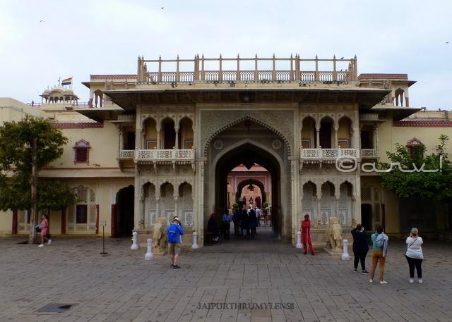 rajender-pol-city-palace-jaipur-architecture