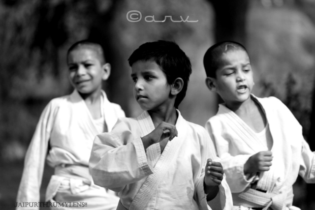 happy-indian-kids-in-jaipur-monochrome-photo