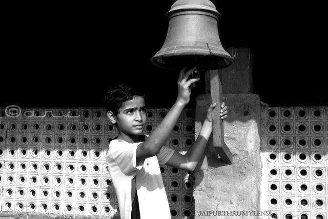 kid-with-bell-jaipur-india