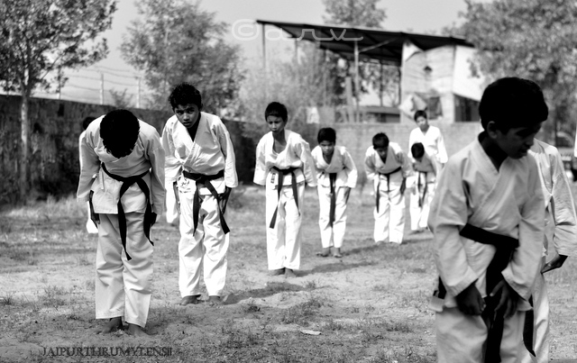 kids-learning-karate-jaipur-india
