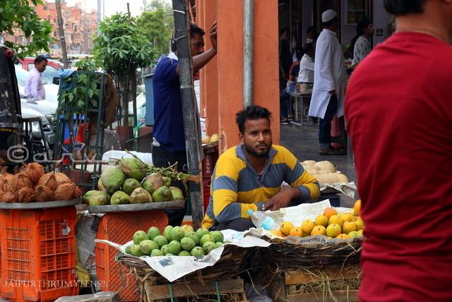jaipur-fruit-mandi-bhav-johari-bazaar-seller