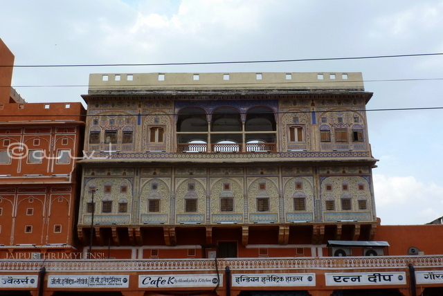 painted-haveli-architecture-style-house-johari-bazaar-jaipur