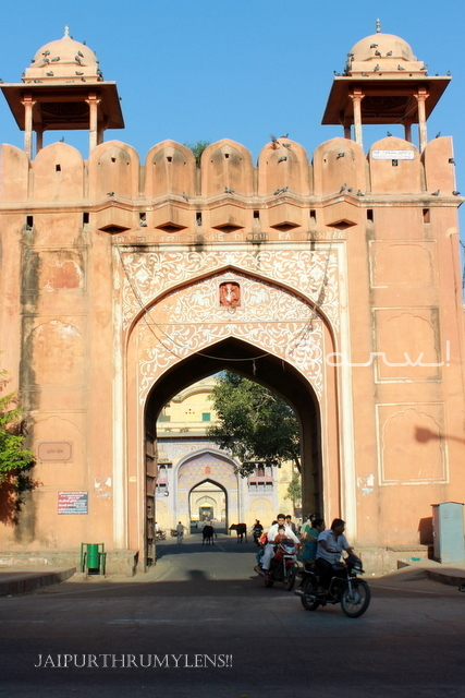 sirehdyodi-gate-jaipur-heritage-walking-tour-self-guided