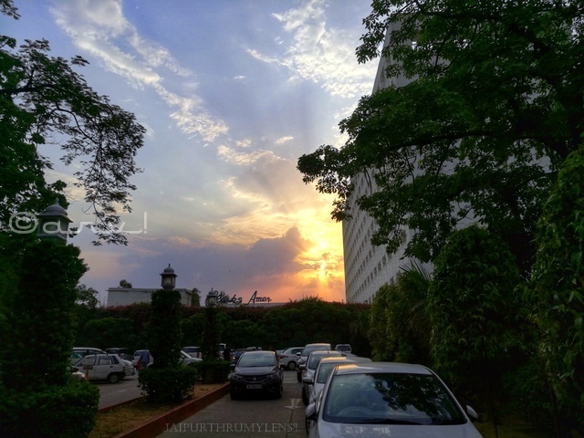 perfect-sunset-point-jaipur-clarks-amer-hotel-skywatch-friday
