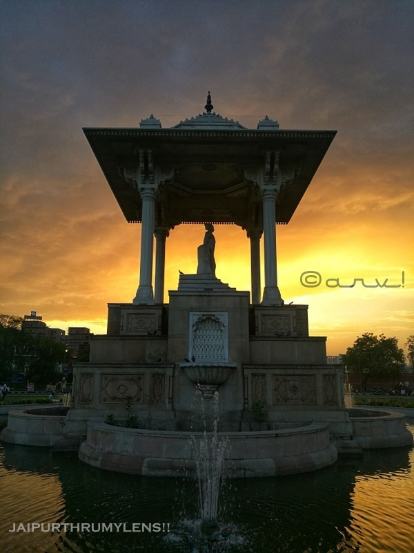 statue-circle-jaipur-sunset-coffee-place