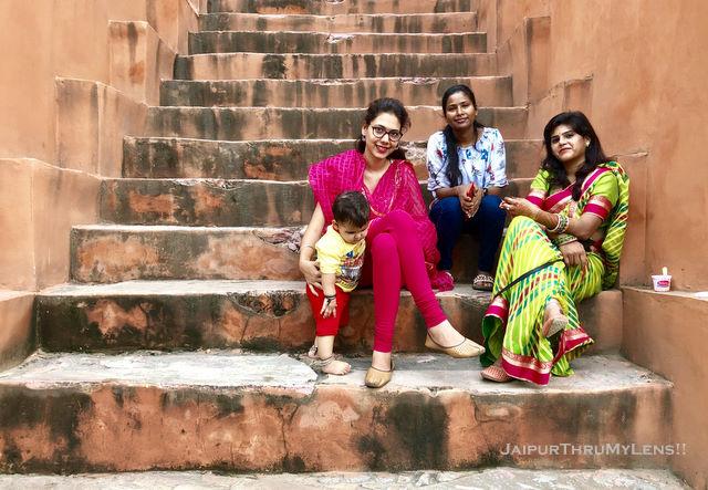 rajasthani-women-celebrating-teej-festival-jaipur-leheria-print