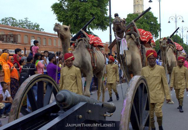 teej-festival-jaipur-procession-camel-corp-soldiers