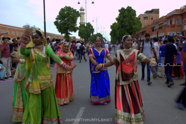 teej-festival-jaipur-rajasthani-folk-dancer-procession
