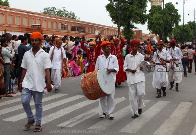 teej-festival-jaipur-tripolia-bazaar