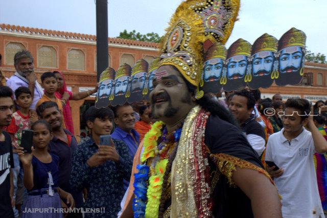 teej-procession-jaipur-tripolia-bazaar