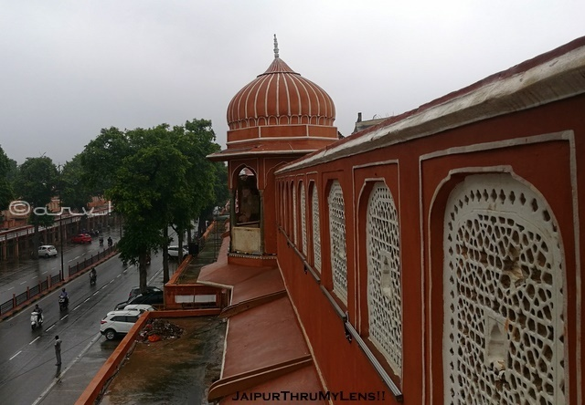 tripolia-bazar-jaipur-shops-during-rain