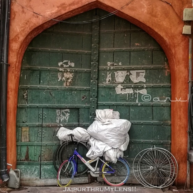wooden-green-door-jaipur-walled-city-india