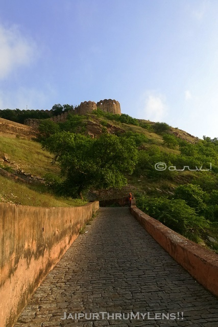 how-to-reach-nahargarh-fort-trek-walking-route