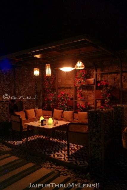 best-couple-romantic-cafe-jaipur-scene-radisson
