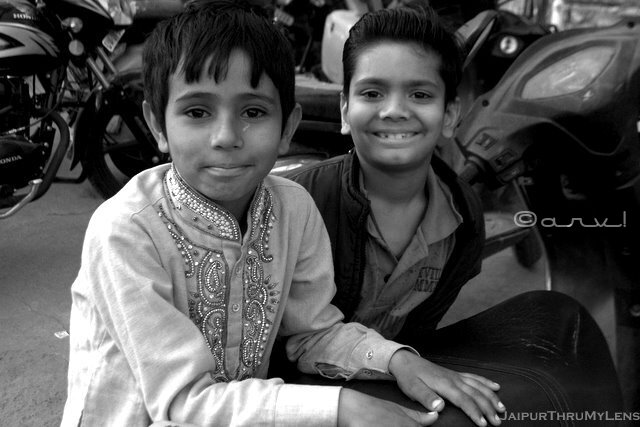portrait-street-photography-india-jaipur-boys