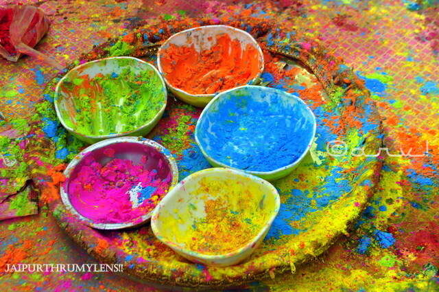 beautiful-gulal-colour-holi-festival-jaipur-india-guide