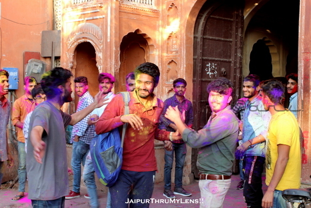 boys-street-playing-holi-celebration-jaipur