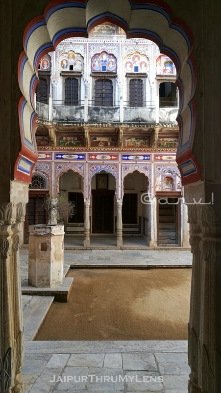 shekhawati-haveli-architecture-fresco-nawalgarh-courtyard