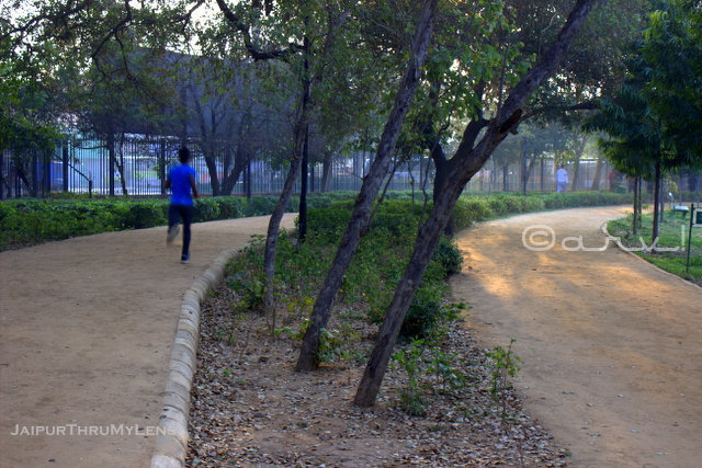 jaipur-central-park-man-jogging-track
