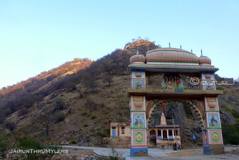 beautiful-toran-gate-architecture-lohargal-rajasthan