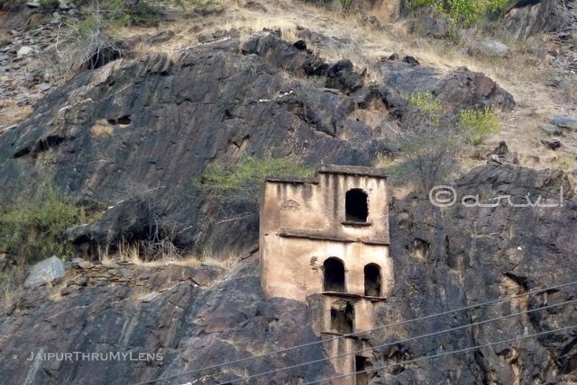 cave-house-ashram-lohargal-rajasthan