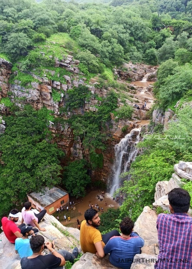 hathni-kund-waterfalls-jaipur-monsoon-rain-trek-nahargarh