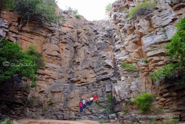 hathuni-kund-waterfall-jaipur-trekking-club