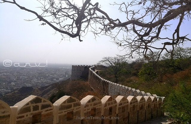 nahargarh-fort-jaipur-wall-ramparts-architecture